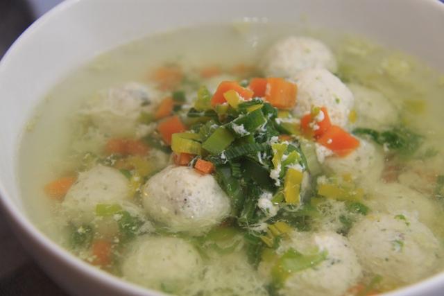 Очень лёгкий суп с куриными фрикадельками! И 265 ккал. в 1 порции:-)