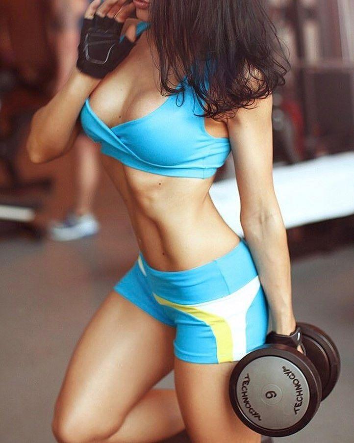 Комплекс упражнений для мышц груди и красивого декольте.