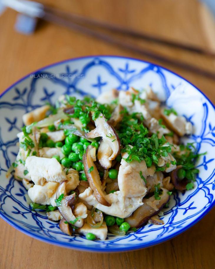 Курица с грибами и зеленым горошком!